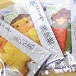 京のおともだちクッキーのパッキング作業