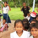 プレイレアック・ニアン小学校に遊具を寄贈